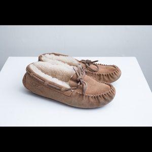 UGG Dakota moccasins size 3 very good condition
